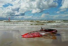 panneau de Vent-ressac sur la plage Photos libres de droits