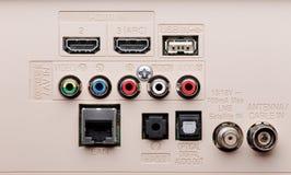 Panneau des connecteurs TV d'entrée et sortie photographie stock