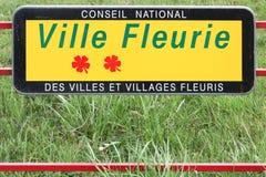 Panneau des villes et des villages en concurrence de fleur Photos stock