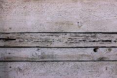 Panneau en bois rustique de cru blanc avec des lacunes horizontales photo stock