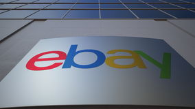 Panneau extérieur de signage avec eBay Inc logo Immeuble de bureaux moderne Rendu 3D éditorial Photos libres de droits