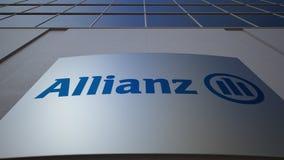 Panneau extérieur de signage avec le logo d'Allianz Immeuble de bureaux moderne Rendu 3D éditorial Image libre de droits