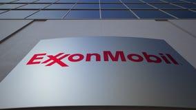 Panneau extérieur de signage avec le logo d'ExxonMobil Immeuble de bureaux moderne Rendu 3D éditorial Images stock