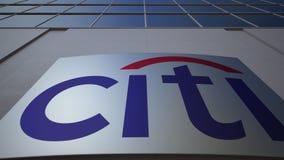 Panneau extérieur de signage avec le logo de Citigroup Immeuble de bureaux moderne Rendu 3D éditorial Photographie stock libre de droits