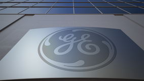 Panneau extérieur de signage avec le logo de General Electric Immeuble de bureaux moderne Rendu 3D éditorial Photographie stock libre de droits