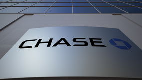 Panneau extérieur de signage avec le logo de JPMorgan Chase Bank Immeuble de bureaux moderne Rendu 3D éditorial Images stock