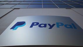 Panneau extérieur de signage avec le logo de Paypal Immeuble de bureaux moderne Rendu 3D éditorial Photos libres de droits