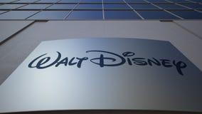 Panneau extérieur de signage avec le logo de Walt Disney Pictures Immeuble de bureaux moderne Rendu 3D éditorial Photos stock