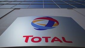 Panneau extérieur de signage avec S total a logo Immeuble de bureaux moderne Rendu 3D éditorial Photos libres de droits