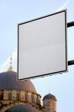 Panneau indicateur blanc Istanbul Photographie stock libre de droits