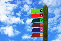 Panneau indicateur en bois coloré Photos libres de droits