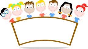 Panneau indicateur heureux d'enfants Image libre de droits