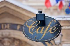 Panneau indicateur par le café Photo stock