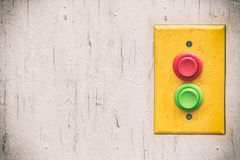Panneau jaune avec les boutons rouges et verts rempty Photo stock