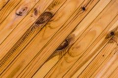 Panneau naturel laqué beige en bois de conception web rustique de base de branche de pin de texture parallèle oblique de pannea photos stock