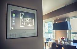 Panneau pour la lumière et l'appareil à la maison de gestion Photographie stock libre de droits