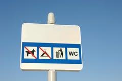Panneau-réclame avec des signaux d'avertissements Photo libre de droits