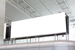 Panneau-réclame blanc énorme dans l'aéroport Photos stock