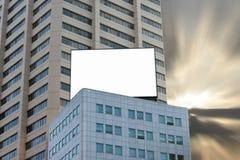 Panneau-réclame blanc au crépuscule Photos libres de droits
