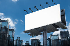 Panneau-réclame blanc avec des constructions Images stock
