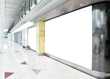 Panneau-réclame blanc dans le centre commercial Images libres de droits