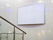 Panneau-réclame blanc dans le mail Photo libre de droits