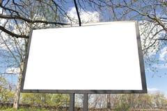 Panneau-réclame blanc en stationnement Photos stock
