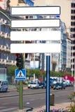 Panneau-réclame blanc sur la rue Photo stock