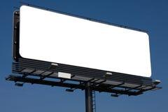 Panneau-réclame blanc sur le ciel bleu Photo stock