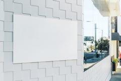 Panneau-réclame blanc vide Photo stock