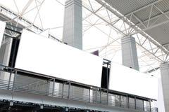 Panneau-réclame deux blanc énorme dans l'aéroport Photo libre de droits