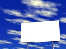 Panneau-réclame et ciel vides à l'arrière-plan Images libres de droits