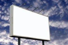Panneau-réclame et nuages blanc de Pluffy Image stock