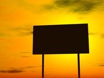 Panneau-réclame vide, ciel de fin de soirée à l'arrière-plan Photos libres de droits