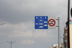 Panneau routier au Vietnam Photo stock