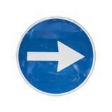 Panneau routier bleu avec la flèche blanche Images stock