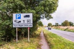 Panneau routier BRITANNIQUE de relais d'autoroute Photographie stock