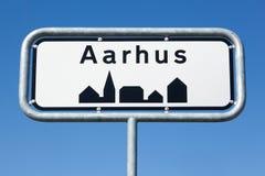 Panneau routier d'Aarhus au Danemark Photo stock
