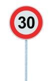 Panneau routier d'avertissement de zone de limitation de vitesse, d'isolement 30 kilomètres prohibitifs photos libres de droits