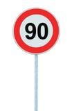 Panneau routier d'avertissement de zone de limitation de vitesse, d'isolement 90 kilomètres prohibitifs de kilomètre de kilomètre Image libre de droits