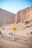 Panneau routier dans le désert Photographie stock libre de droits