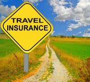 Panneau routier de jaune d'assurance de voyage - rendu 3d Images stock