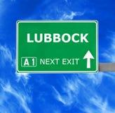 Panneau routier de LUBBOCK contre le ciel bleu clair photo libre de droits