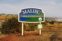 Panneau routier de Malibu près de Los Angeles, la Californie images libres de droits