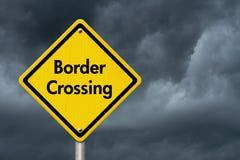 Panneau routier de passage des frontières Photographie stock libre de droits