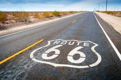 Panneau routier de Route 66 dans Daggett Photographie stock