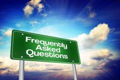 Panneau routier de vert de la foire aux questions (FAQ), concept d'affaires Image stock