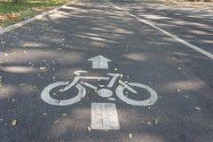 Panneau routier de voie pour bicyclettes Photographie stock libre de droits