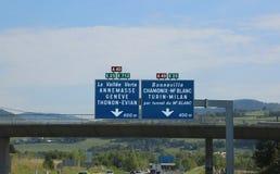 Panneau routier français avec des directions au tunnel de Mont Blanc sur images libres de droits