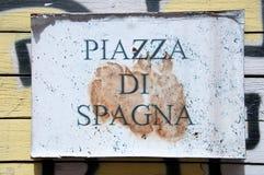 Panneau routier indiquant un nom de rue en italien images libres de droits